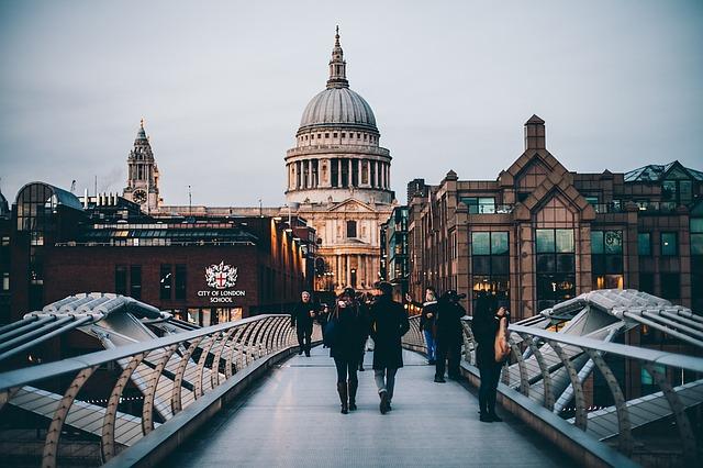 ¿Cómo puede ayudarte saber inglés cuando viajas?